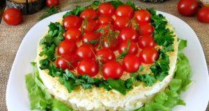 Вкусна салата с пиле и орехи на която няма да устоят и най-стеснителните ви гости!