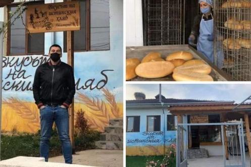 Студент раздава безплатно хляб на възрастни хора