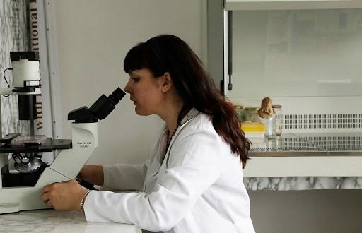 Учен от БАН обяви: Коронавирусът се задържа най-дълго върху