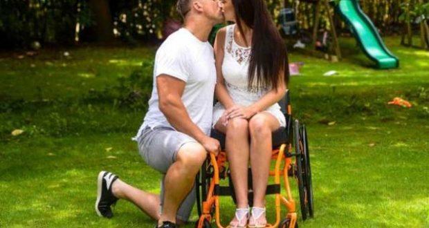 Мъжът й я изоставил когато се парализирала но тази майка на 4 деца пак намерила щастието