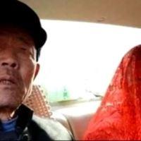 Млада булка се разплака, докато я омъжваха за дядо, но това бе само началото