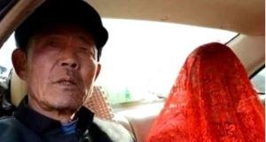 Млада булка се разплака докато я омъжваха за дядо но това бе само началото