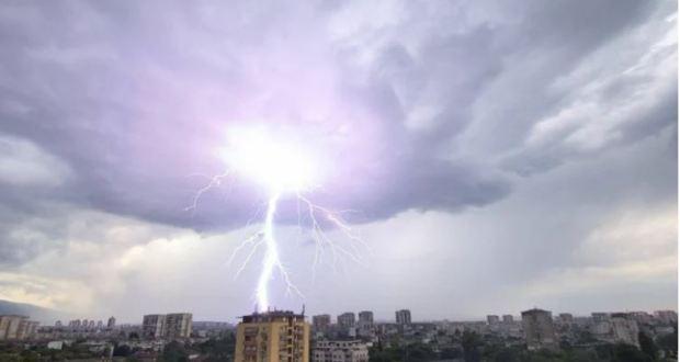 Синоптик от НИМХ бие тревога: Кошмарно време удря България в събота