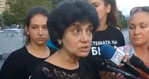 Жена от Системата ни убивa: Ще изгоря като факла ако полицията се опита да премахне палатковия лагер