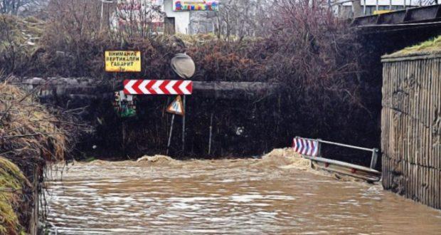 След потопа: Половин България е под вода над 100 населени места са без ток