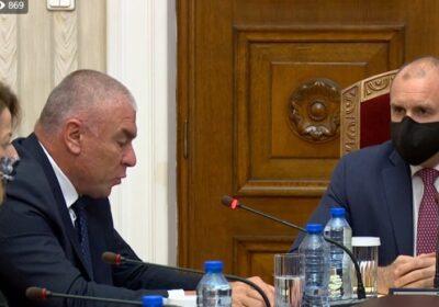 Марешки нападна президента Радев: Вие бетонирахте ГЕРБ на власт и изкарахте мутрите на площада