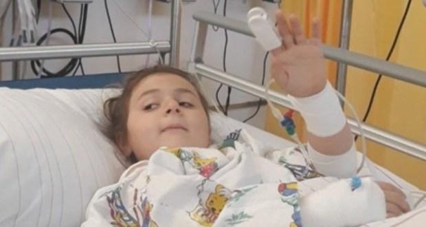 Хриси е в болница откакто се е родила. От болестта е изнервена е вече не дава на докторите да я пипнат