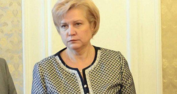 Менда Стоянова: Каква бедност!? Не познавам човек с по – малко от 3000 лв. заплата!