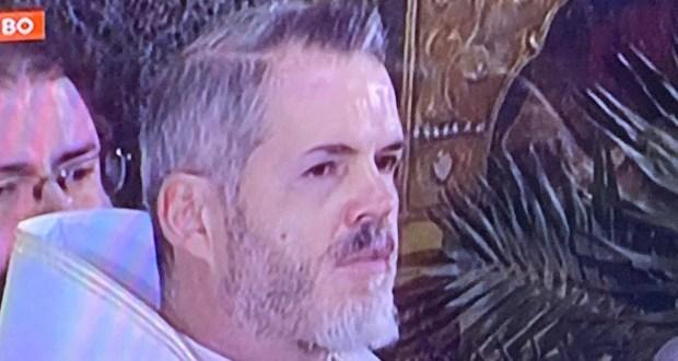 Духовник възмути миряните с оскубани вежди и модерна прическа в ефир