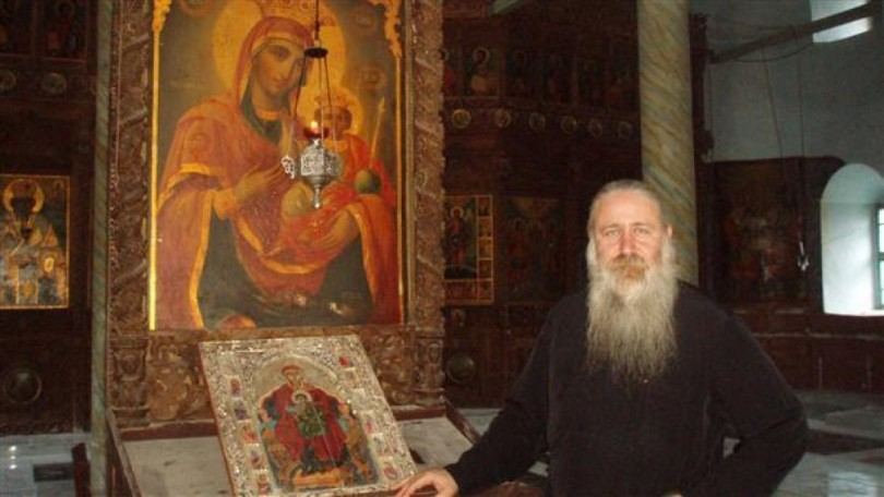 """""""Закопаната"""" Богородица в Лопушанския манастир лекува 340 болести"""