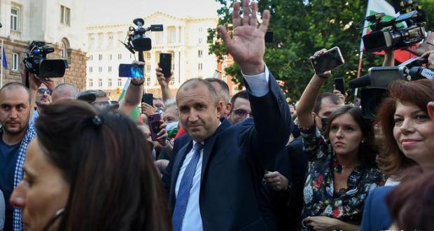 Бойко Борисов бесен: Цялата власт е в ръцете на Румен Радев