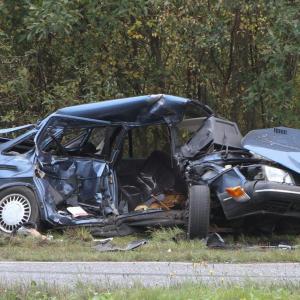Det var i denne bil, at det ældre par befandt sig, da de blev påkørt af en overhalende varevogn. Foto: Morten Sundgaard - Skadestedsfotograf.dk.