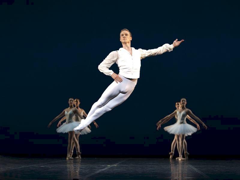 24-årige Jón Axel Fransson er blevet udnævnt til solist. PRfoto: Den Kgl. Ballet.