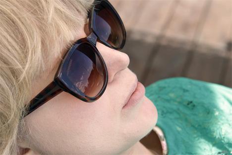 bakom-mina-solglasögon-converse