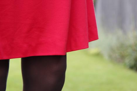 röd klänning strumpbyxor