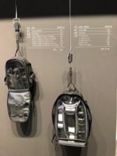 Panasonic hat mal den Gewichtsunterschied plastisch dargestellt.