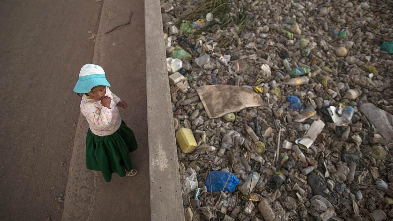 Lago Titicaca Contaminado, Orillas llenas de basura