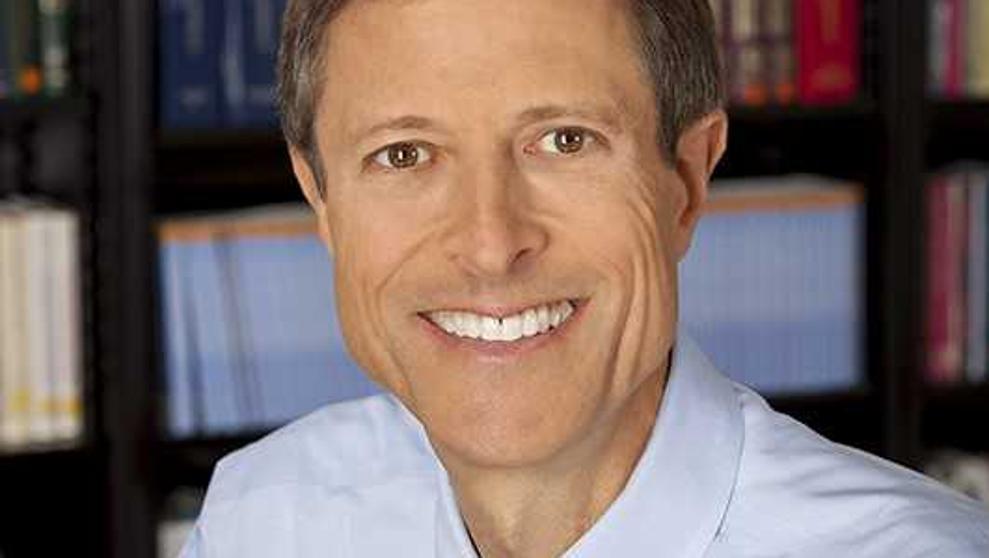 """El doctor Neal Barnard: """"Que la leche fortalece los huesos es un reclamo comercial"""
