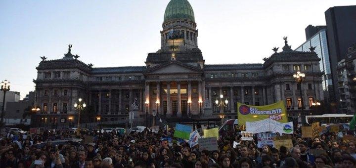 Marcha Global por el clima frente al congreso de buenos aires