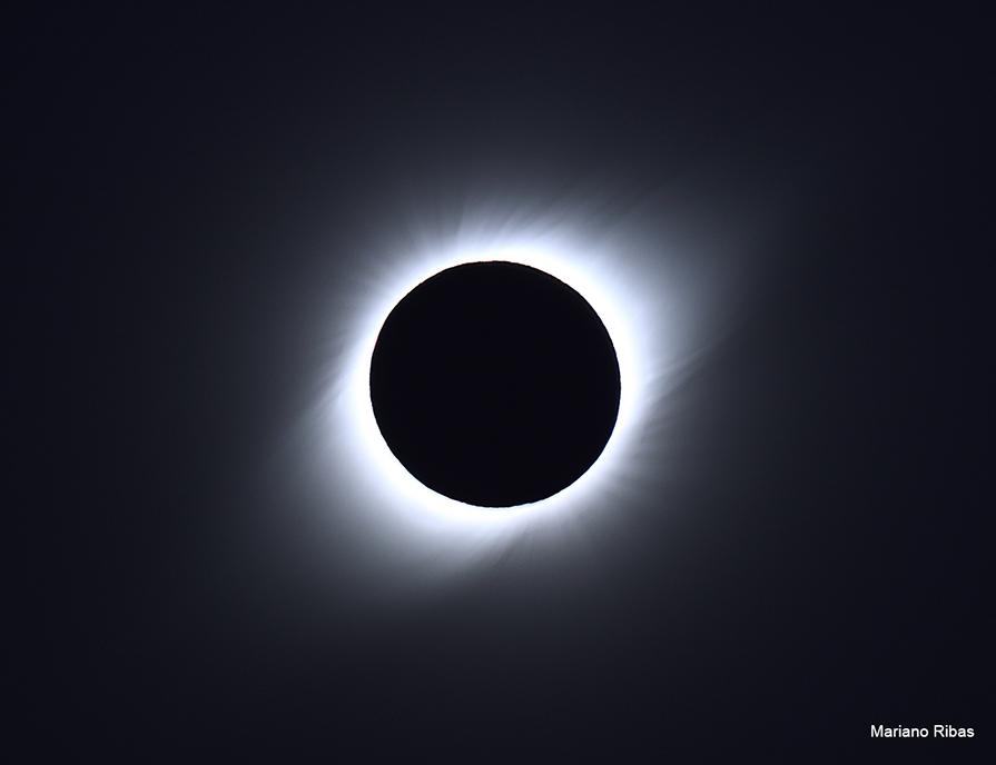 Corona Solar en un Eclipse Total