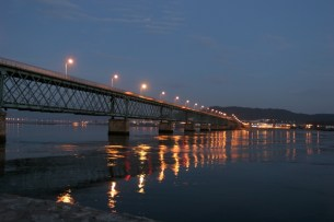 eiffel bridge, viana do castelo, portugal, 1866, at night, (wikimedia commons)