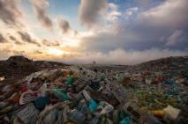 Maldives-rubbish-island-01