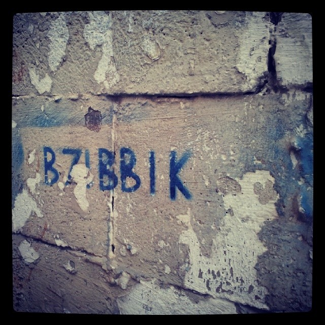 B7ibbik graffiti in Beirut, posted by AliceinBeirut.Tumblr.com