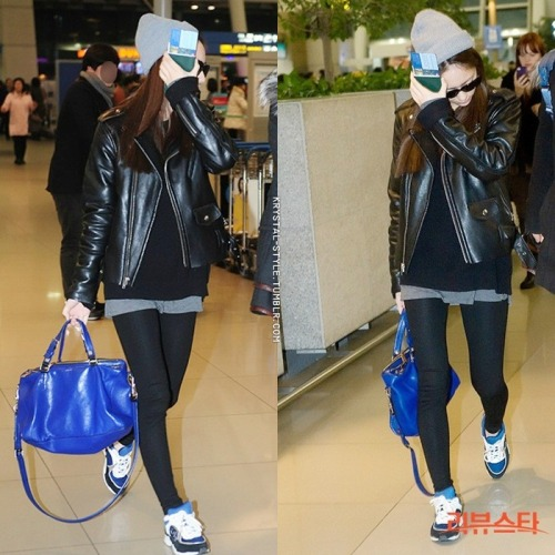 i think the blue bag is a bithday gift from a fansite of her