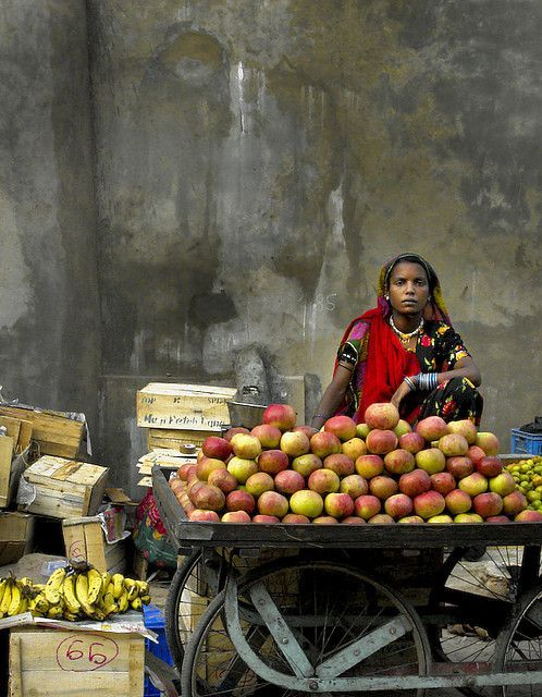 iseo58:  Fruit seller in Pushkar