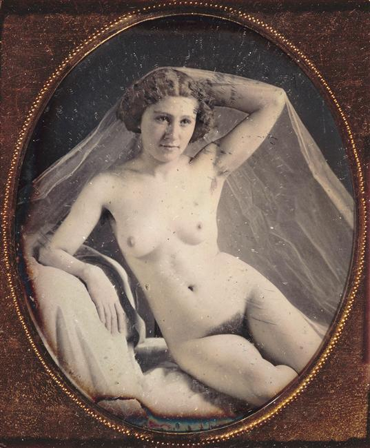 wickedknickers:  Anonyme - Jeune femme nue assise à demi accoudée sur un oreiller, c.1850.  … via rmn  Beautiful nude young woman, circa 1850. Please, no comments about pubic hair. Waxing wasn't invented until after the Civil War.