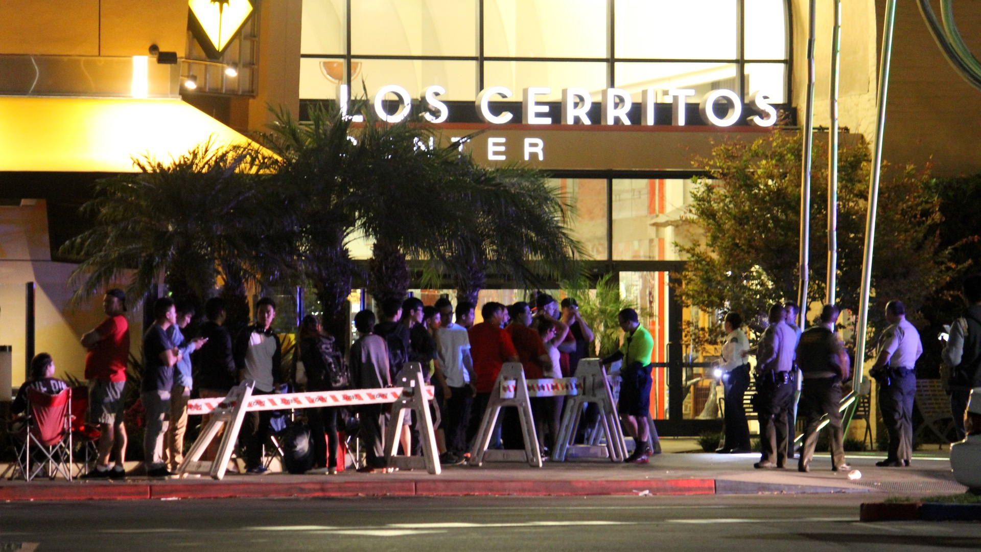 Apple Store Los Cerritos Center, iPhone 6 and iPhone 6 Plus