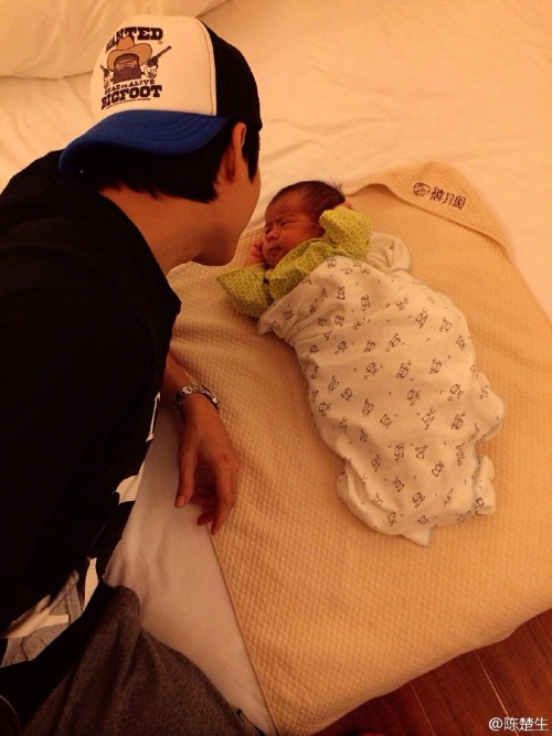 Chen Chusheng with one-month-old son