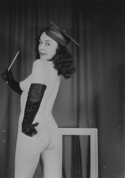 grandma-did:  I wanna go to that school.  Cutie vintage nude valedictorian.