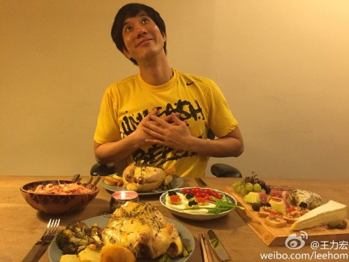 Wang Leehom about to enter Thanksgiving food coma
