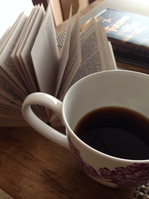 Gothic reads - Rebecca, The Thirteenth Tale, and a cup of coffee