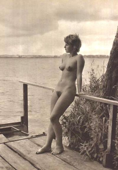 vintagebarefoot:  grandma-did:  (via tomfatcat, backtoeden)  Stunning vintage nude.