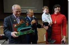 Вручение подарка ветерану войны