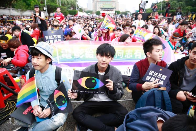 Aaron Yan Blasts Netizen for Asking Him if He is Gay