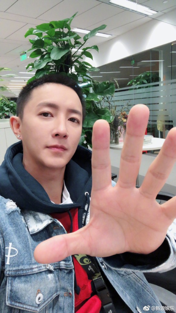 Han Geng and Kim Heechul are Attending the 2019 COSMO Glam Night