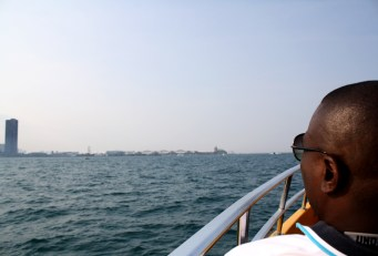 Chicago sightseeing boat tours and Chicago River cruises boat tours