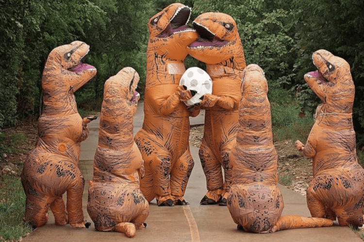 Family Poses For Dinosaur Pregnancy Announcement Simplemost