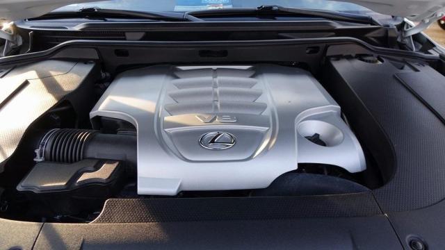 لكزس LX 570 2015 سيارة مستعملة للعائلة