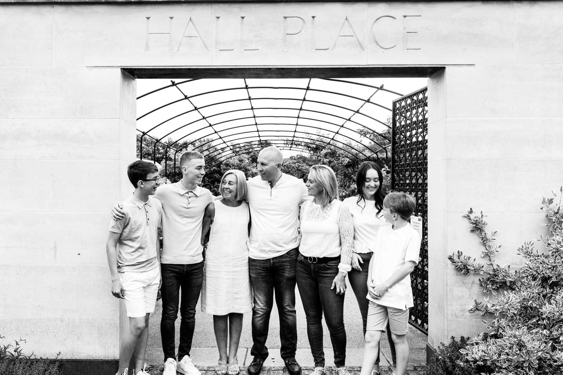 black and white photograph of an extended family at their Bexley family photoshoot at Hall place Bexley