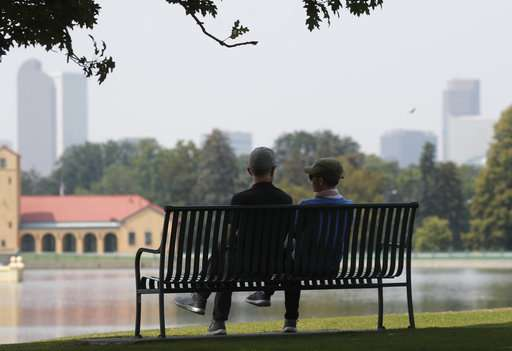 Smoke across US West blots out mountains, poses health risks