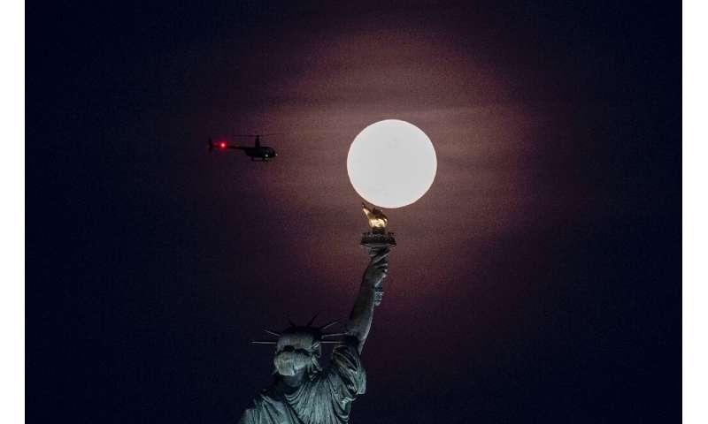 NASA, Apollo programının 1972'de sona ermesinden bu yana ilk kez 2024'te insanları Ay'a geri getirmeyi planlıyor