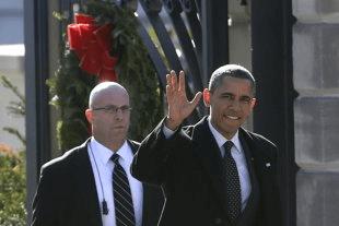 President Barack Obama has signed into law a bill granting lifetime Secret Service protection