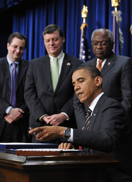 US President Barack Obama signs the Clai