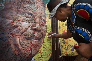 Mandela Mourned7