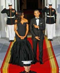 President Barack Obama remarks at how good his wife first lady Michelle Obama looks as they await on the North Portico for the arrival of Chinese President Xi Jinping and his wife Peng Liyuan for a State Dinner at the White House in Washington, Friday, Sept. 25, 2015. (AP Photo/Steve Helber)