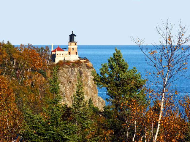 1024px-split_rock_lighthouse_-_north_shore_of_lake_superior